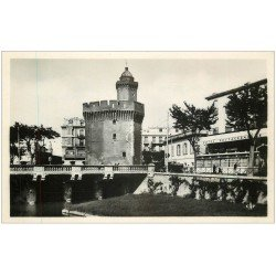 carte postale ancienne 66 PERPIGNAN. Restaurant Hôtel de France et Castillet carte photo
