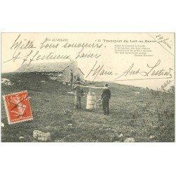 carte postale ancienne 63 AUVERGNE. Transport du Lait au Buron 1912