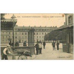 carte postale ancienne 63 CLERMONT-FERRAND. Caserne du 353° d'Artillerie avec Livreur