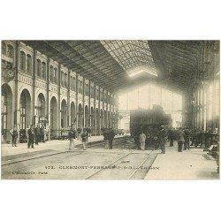 carte postale ancienne 63 CLERMONT-FERRAND. Train dans la Gare