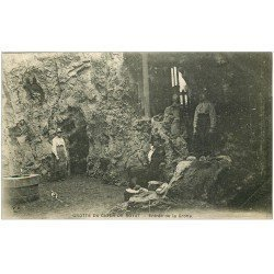 carte postale ancienne 63 ROYAT. Grotte du Chien. Entrée animée