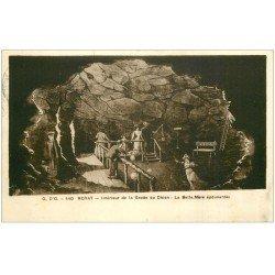 carte postale ancienne 63 ROYAT. Grotte du Chien. La Belle-Mère épouvantée 1937