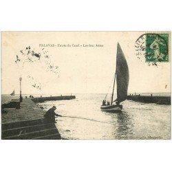carte postale ancienne 34 PALAVAS-LES-FLOTS. Pêcheur au Canal 1914 les deux Jetées