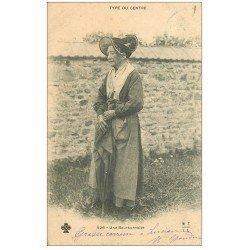 carte postale ancienne 03 BOURBONNAIS. Type du Centre 1903 parapluie et Coiffe