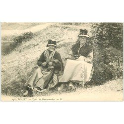 carte postale ancienne 03 BUSSET. Types de Tricoteuses Bourbonnaises