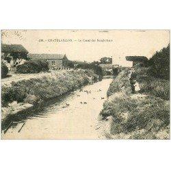 carte postale ancienne 17 CHATELAILLON. Le Canal des Boucheleurs. Moules, Huîtres, Boulots et Crustacés vers 1930...