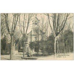 carte postale ancienne 17 CHATELAILLON. L'Eglise animation 1905