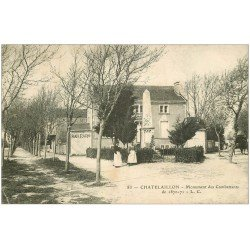 carte postale ancienne 17 CHATELAILLON. Monument des Combattants 1906. Bar Paris