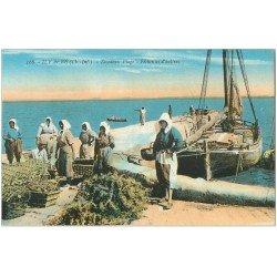 carte postale ancienne 17 ILE DE RE. Rivedoux Plage Pêcheuses d'Huîtres