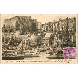 carte postale ancienne 17 LA ROCHELLE. Arrivée des Barques de Pêche 1935
