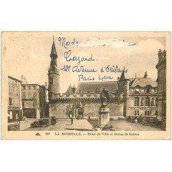 carte postale ancienne 17 LA ROCHELLE. Hôtel de Ville et Statue de Guiton 1937