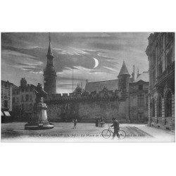 carte postale ancienne 17 LA ROCHELLE. La Place de l'Hôtel de Ville la nuit 1934