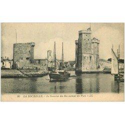carte postale ancienne 17 LA ROCHELLE. Le Courrier des Iles sortant du Port