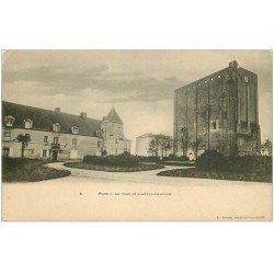carte postale ancienne 17 PONS. Hôtel de Ville et la Tour vers 1900