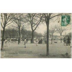 carte postale ancienne 17 ROCHEFORT-SUR-MER. Cours Roy-Bry. Infanterie Coloniale à l'exercice 1907