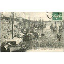 carte postale ancienne 17 ROYAN. Le Port à Marée basse