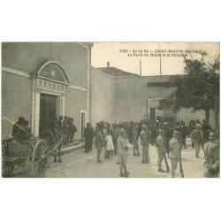 carte postale ancienne 17 SAINT-MARTIN-DE-RE. Porte du Dépôt et Chapelle. Bagne, Bagnards et Gardien Militaires