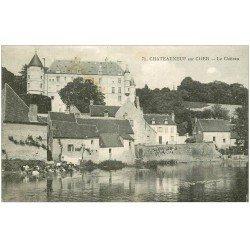 carte postale ancienne 18 CHATEAUNEUF-SUR-CHER. Lavandières au pied du Château 1921