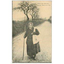 carte postale ancienne 19 Autres. Corrèze. Vieille Paysanne au retour de la Ville 1917