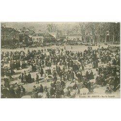 carte postale ancienne 19 BRIVE. Le Marché aux Cochons sur la Guierle 1914