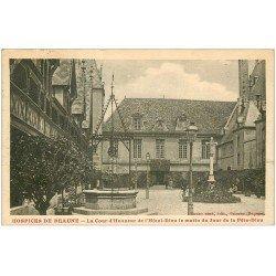 carte postale ancienne 21 BEAUNE. Hôtel-Dieu. La Cour d'Honneur 1924 et son Puits