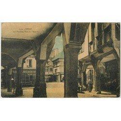 carte postale ancienne 22 DINAN. Les Porches Rue de l'Apport animés avec Primeurs