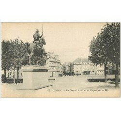 carte postale ancienne 22 DINAN. Place et Statue Duglesclin 42