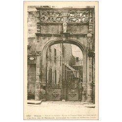 carte postale ancienne 22 DINAN. Portail du Pélican Hôtel des Beaumanoir