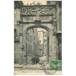 carte postale ancienne 22 DINAN. Porte de l'Hôtel Beaumanoir avec Enfants 1916