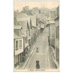 carte postale ancienne 22 DINAN. Rue du Jerzual animée