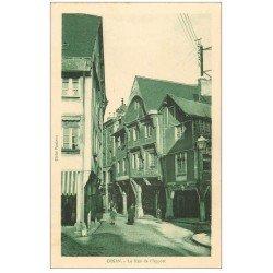 carte postale ancienne 22 DINAN. Rue le l'Apport. Pharmacie et Cordonnier
