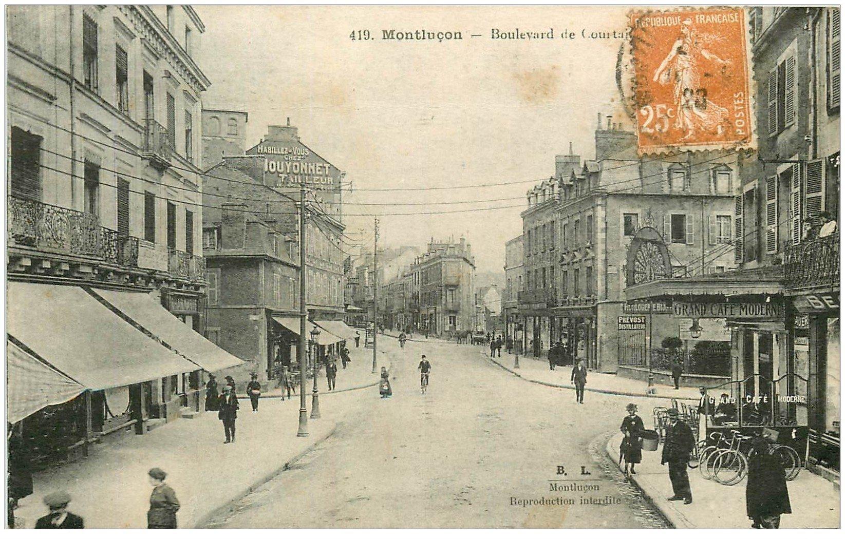 carte postale ancienne 03 MONTLUCON. Boulevard Courtais 1923. Gand Café Moderne. Panneau Singer au loin