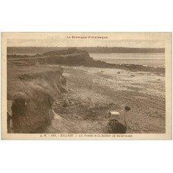 carte postale ancienne 22 HILLION. Pointe et Rocher de Billermont 1933. Enfants et château de sable et landau