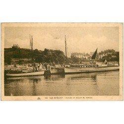 carte postale ancienne 22 ILE DE BREHAT. Arrivée et départ du Bateau 1935