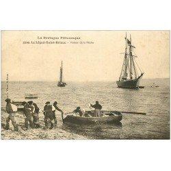 carte postale ancienne 22 LE LEGUE-SAINT-BRIEUC. Retour de Pêche