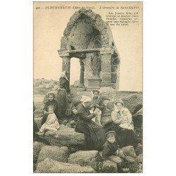 carte postale ancienne 22 PLOUMANACH. Oratoire de Saint-Guirec animé vers 1910
