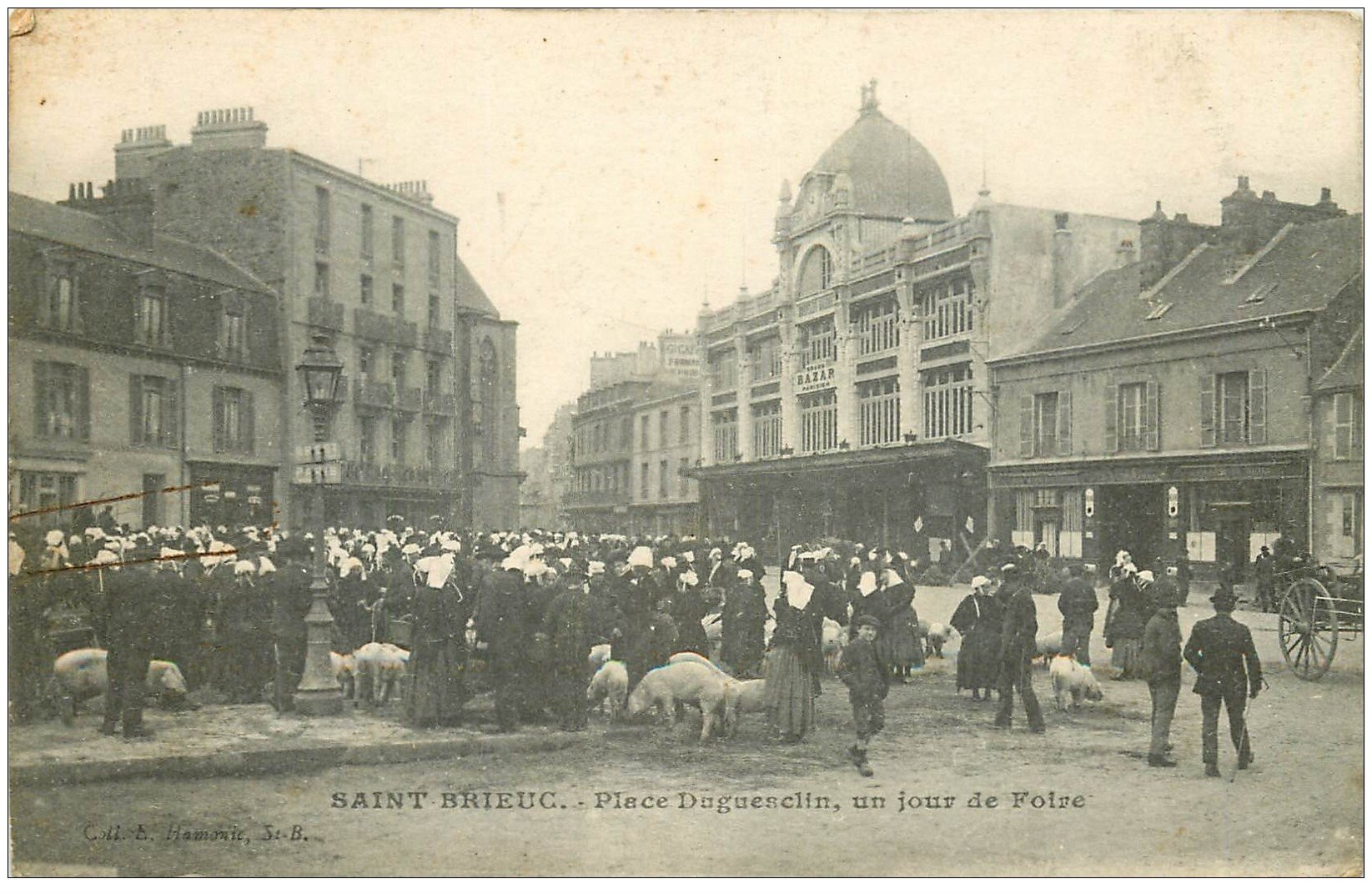 22 saint brieuc jour de foire place dugesclin 1919 avec cochons et porcs bazar parisien. Black Bedroom Furniture Sets. Home Design Ideas