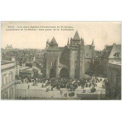 carte postale ancienne 22 SAINT-BRIEUC. Les deux Eglises Cathédrale et Saint-Michelbien animées