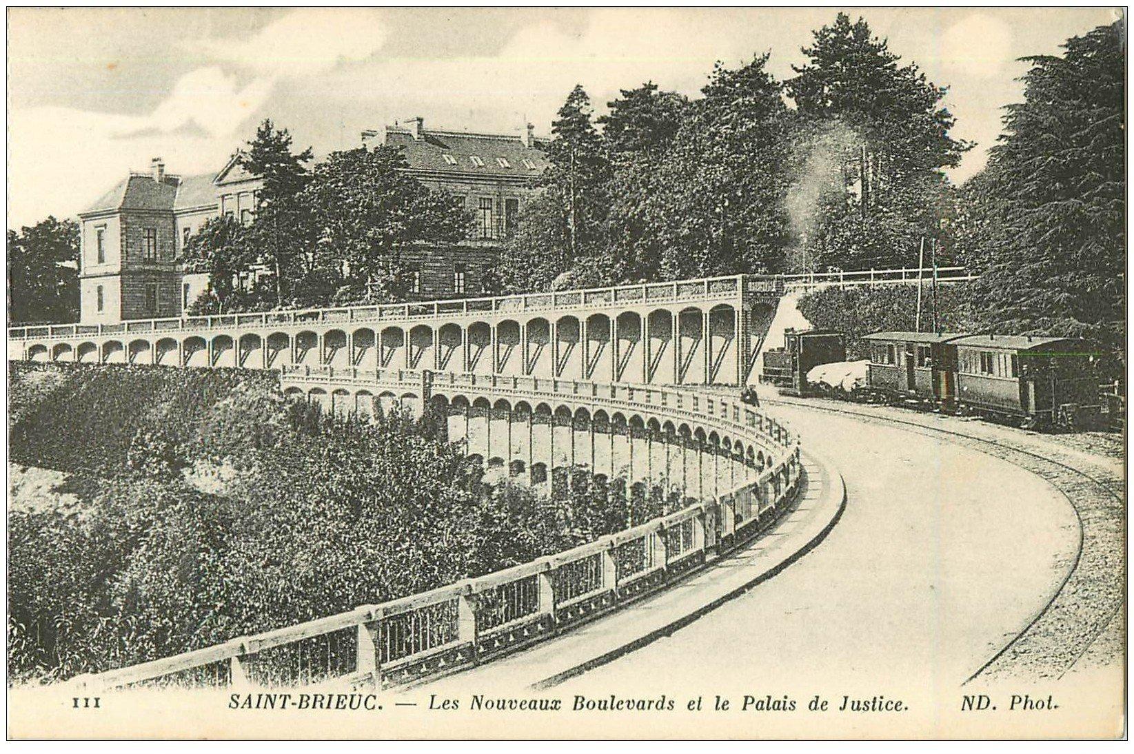 carte postale ancienne 22 SAINT-BRIEUC. Nouveaux Boulevard et Palais de Justice. Passage Train à vapeur
