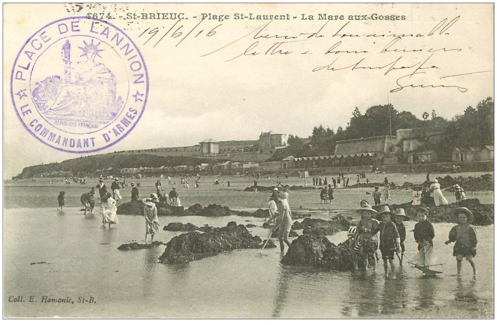 carte postale ancienne 22 SAINT-BRIEUC. Plage Saint-Laurent. La Mare aux Gosses 1916. Tampon Militaire