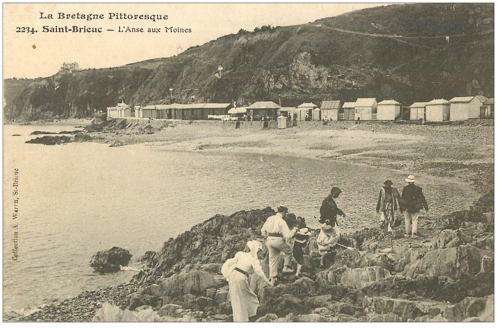 carte postale ancienne 22 SAINT-BRIEUC. Promeneurs à l'Anse aux moines