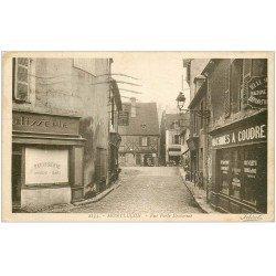 carte postale ancienne 03 MONTLUCON. Rue Porte Bretonnie. Patisserie et Machines à coudre 1936