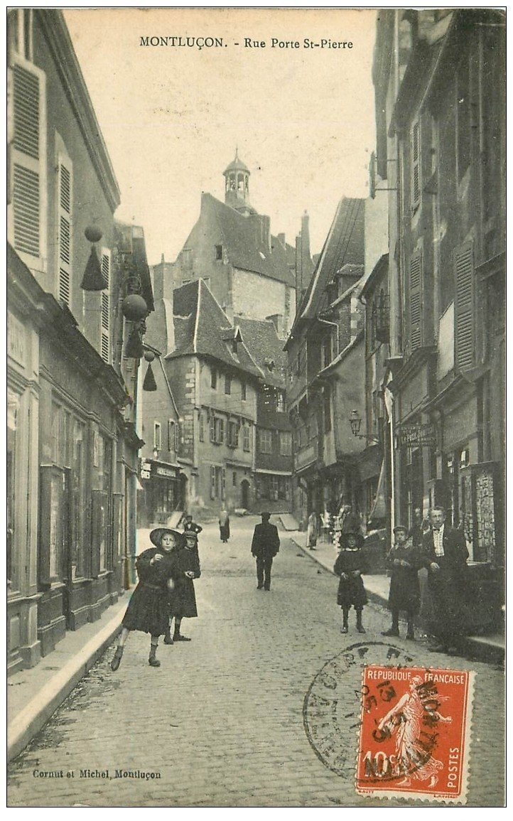 carte postale ancienne 03 MONTLUCON. Rue Porte Saint-Pierre 1911. Magasin Cartes Postales et Photos
