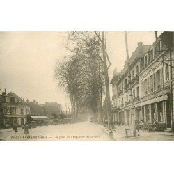 carte postale ancienne 77 FONTAINEBLEAU. Café et Esplanade de la Gare