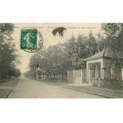 carte postale ancienne 77 FONTAINEBLEAU. Route de Melun Chapelle du Bon Secours 1912