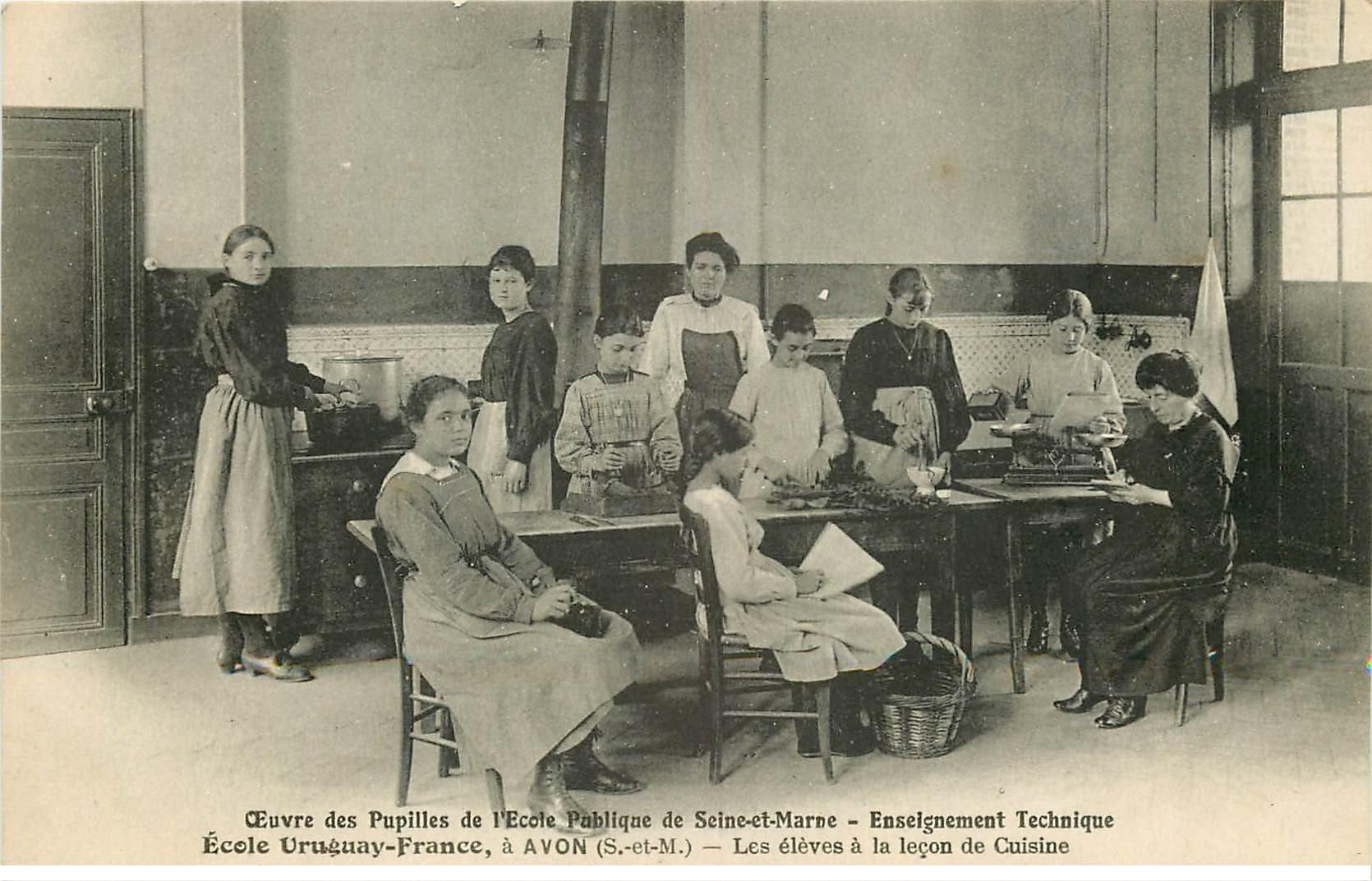 carte postale ancienne 77 AVON. Ecole des Pupilles Uruguay-France. Elèves leçon de Cuisine