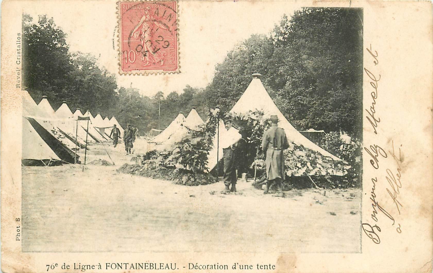 carte postale ancienne 77 FONTAINEBLEAU. Décoration d'une tente 1904. Militaires et Campement