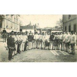 carte postale ancienne 77 FONTAINEBLEAU. 7° Dragons répétition des Trompettes. Militaires et Caserne