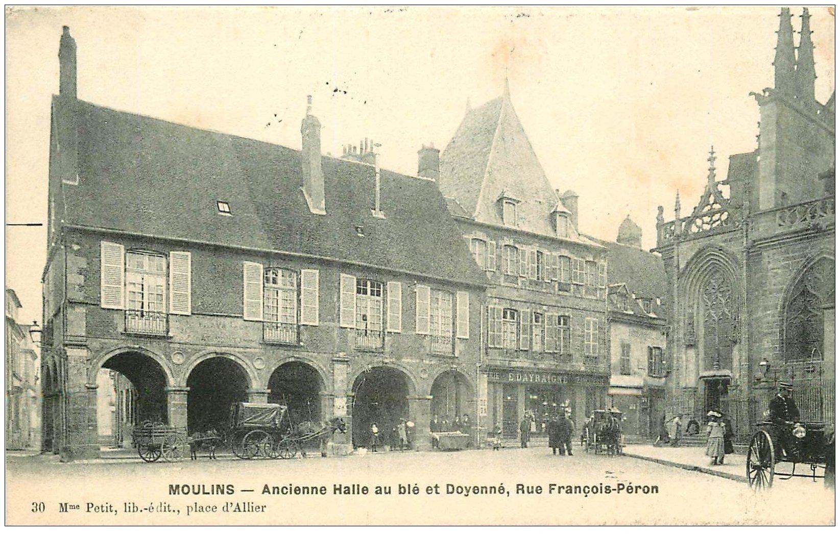 carte postale ancienne 03 MOULINS. Halle au blé et Doyenne rue Péron 1914