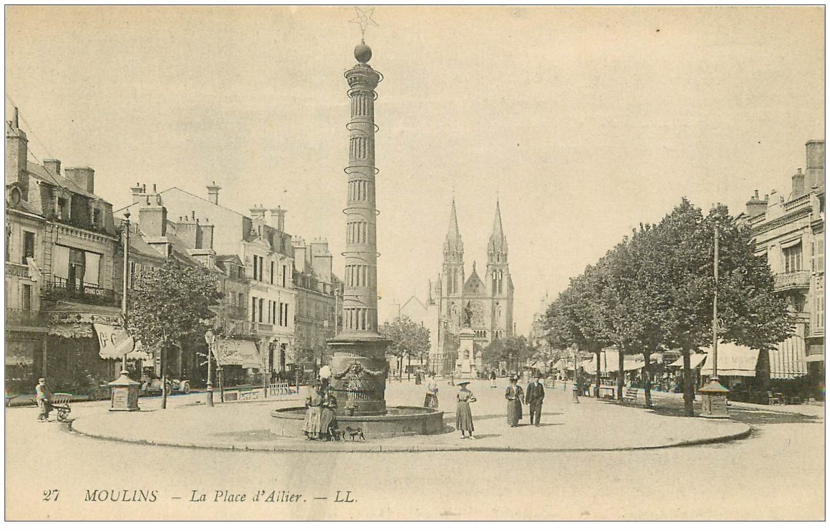 carte postale ancienne 03 MOULINS. La Place d'Allier 1918. Grand Café de Paris